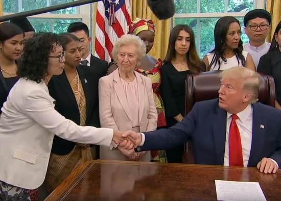 2019 7 17 us president meet falun gong practitioners 02